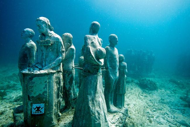 Invaders goes under water | Art-Pie