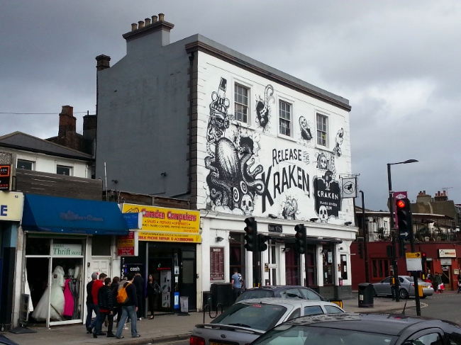 Bar Fly in Camden | Art-PIe