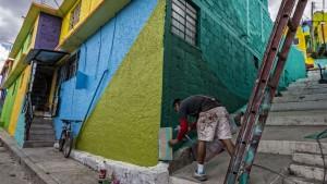Pachuca Paints Itself |Art-Pie